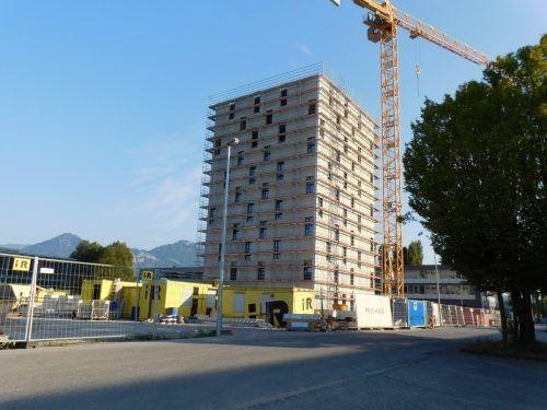 Derzeit sind beim Hotelbau im Millennium Park die Fenster und der Innenausbau an der Reihe. Im kommenden Frühjahr soll eröffnet werden.mima