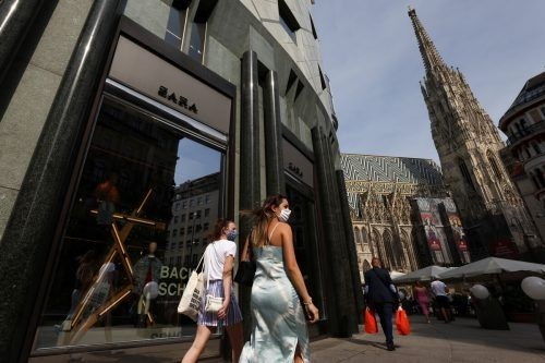 Deutschland reagiert auf die hohe Zahl der Neuinfektionen in Wien. reuters