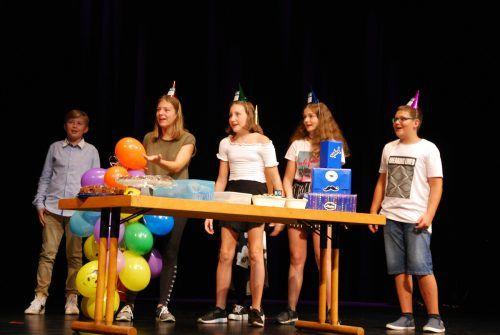 Die älteren Schüler hatten verschiedene Darbietungen für die Erstklässler im Dornbirner Kulturhaus einstudiert.