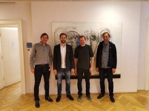 Die Bergfex-Gründer Markus Kümmel, Oliver Jusinger und Andreas Koßmeier mit Eugen B. Russ, Geschäftsführer von Russmedia Equity Partners.russmedia