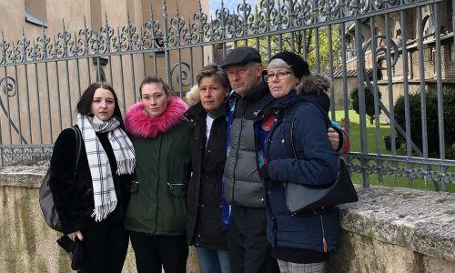 Die Familie Perauer hält zusammen. Die Gedenkstätte im Areal der Dreiheiligenkirche soll ein Mahnmal gegen alle Gewaltopfer werden. VN/Hämmerle
