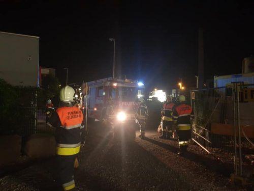 Die Feldkircher Feuerwehr wurde in der Nacht zu einem Brandeinsatz im Ortsgebiet von Levis gerufen. FW FELDKIRCH