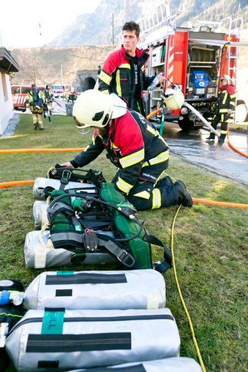 Die Feuerwehr Braz führte Nachlöscharbeiten durch. Symbol/fw braz