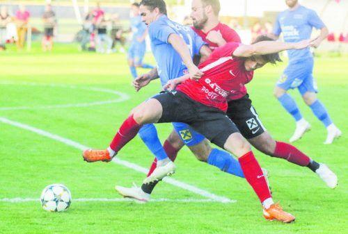 Die Fußacher Milan Vuckovic (vorne) und Christian Streitler werden sich, wie bei der Überraschung gegen den Dornbirner SV, auch gegen Lauterach in Zeug legen. Paulitsch