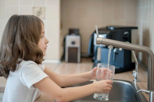 Die Kinder lernten auch, dass Wasser ein kostbares Gut ist. Shutterstock