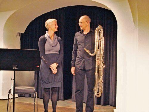 """Die Komponistin Petra Stump-Linshalm und ihr Mann Heinz-Peter Linshalm, der ihr Stück """"Uisge Beatha"""" auf seiner Kontrabassklarinette aufgeführt hat. JU"""
