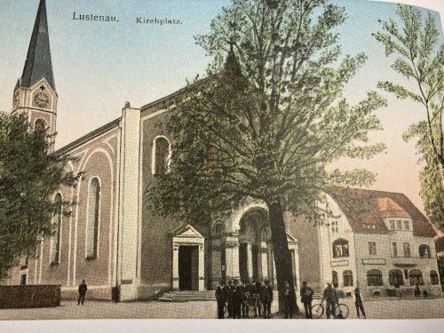 Die Lustenauer Pfarrkirche Sankt Peter und Paul um das Jahr 1910. Das Gotteshaus wurde mehrfach umgebaut.Sammlung Vincent Baur