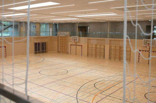 Die neue große Doppelturnhalle der neuen Volksschule Schwefel im Hohenemser Süden, die bald 200 Schüler besuchen. tf