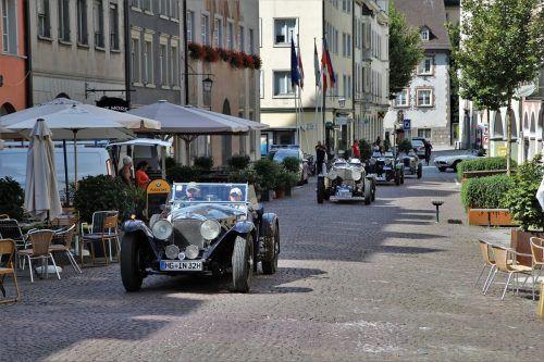 Die Oldtimer düsten dank Sondergenehmigung durch die eigentlich autofreie Feldkircher Neustadt.ETU