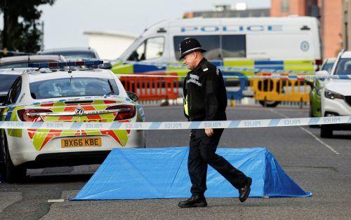 Die Polizei sucht nach den Messerattacken nach dem Tatverdächtigen. reuters