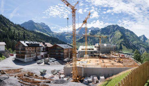 """Die riesige Baustelle lässt von Tag zu Tag mehr erkennen, welche Dimensionen das Projekt """"The Heimat"""" nach Fertigstellung haben wird. STP/2"""
