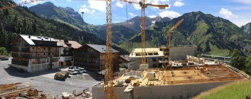"""Die riesigen Dimensionen des Projekts """"The Heimat"""" in Schröcken werden mit zunehmendem Baufortschritt sichtbar."""