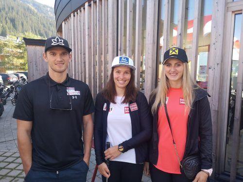 Die Speed-Asse Christine Scheyer und Nina Ortlieb (r.) mit Julian Lüftner.