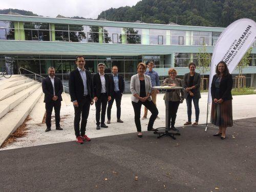 Die Spitzenkandidaten der Dornbirner Volkspartei präsentierten sich am Montag vor der Volksschule Haselstauden.VN-pes