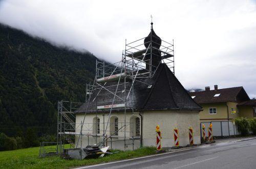 Die St. Anna Kapelle an der Klostertalerstraße (L 97) wird aktuell saniert. Ende September sollen die Arbeiten abgeschlossen sein.DOB