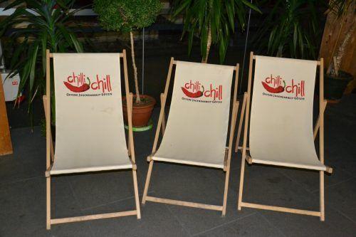 """Die Stühle bleiben leer, die für Samstag geplante """"KummAround goes Outdoor"""" ist abgesagt.VN"""