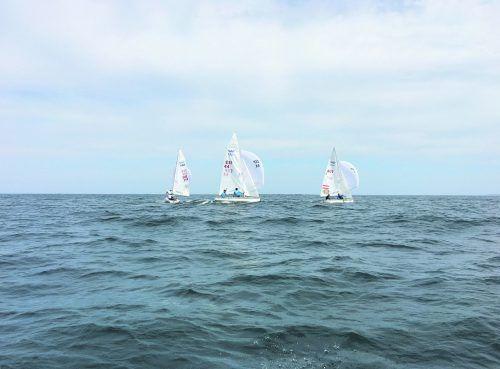 Die Trainingsgruppe mit den besten der Weltrangliste: Bargehr/Mähr (r.) beim Training vor Santander. Ein Video auf VN.at.privat