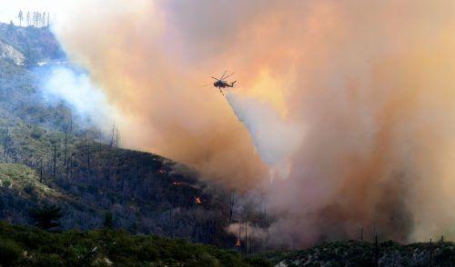 Die Waldbrände in Kalifornien wüten weiter. Das Bild zeigt den Angeles National Forest, nordöstlich der Metropole Los Angeles. AFP