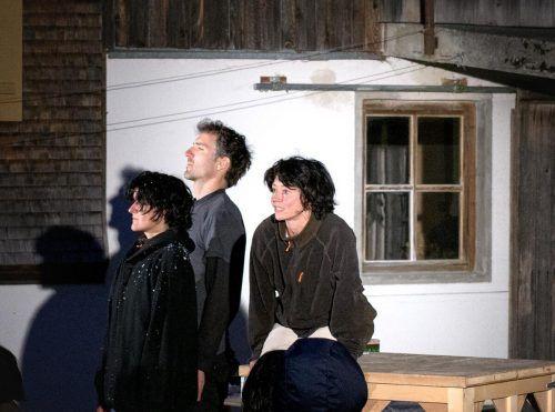 """""""Die Wand"""" nach dem Roman von Marlen Haushofer wurde nach der Premiere in Hittisau an vielen Orten gespielt und wird nun wieder im Bregenzerwald gezeigt. laurenz feinig"""