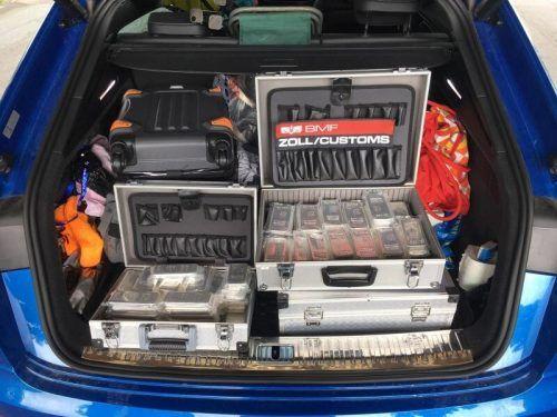 Die Zollbeamten staunten nicht schlecht, als sie einen Blick in den Kofferraum des tschechischen Autos warfen. APA/BMF
