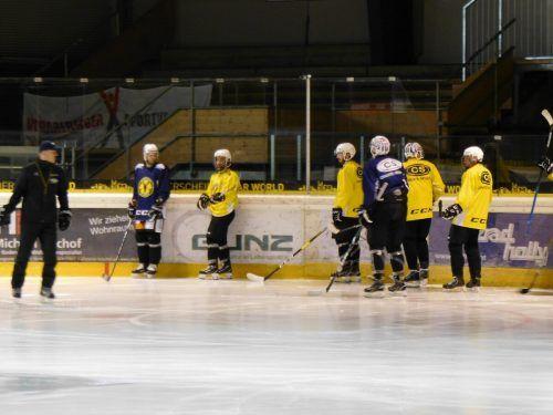 Die zweite Mannschaft des EHC trainiert wieder auf dem Eis.mima (2)