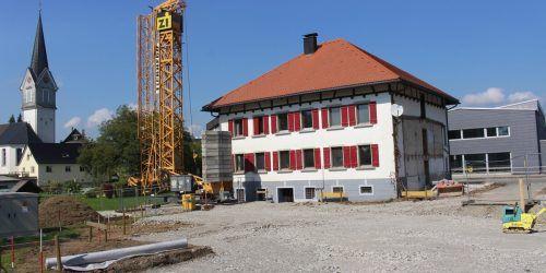 Direkt vor dem Wahllokal ein Stück Leistungsbilanz: Rund um das Maurer-Haus ist Baustelle für eine weitere Etappe der Zentrumsneugestaltung. STP