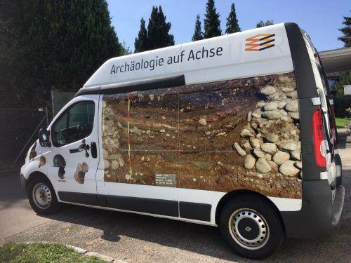 """Ein alter Kleintransporter wurde kurzerhand zu einem """"Archäomobil"""" umgebaut und fährt ab September zu Vorarlberger Schulen. VM"""