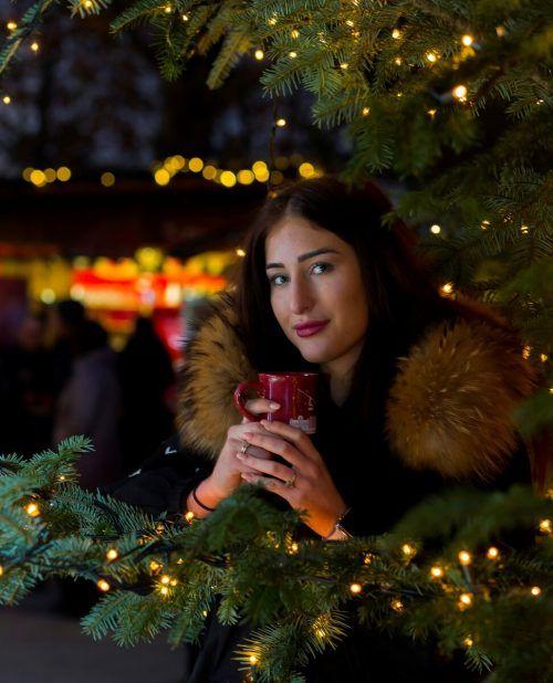 Ein Bild aus vergangenen Tagen: Heuer sollen Besucherinnen und Besucher wie Chrissi aus Bregenz auf Weihnachtsmärkten Mund-Nasen-Schutz tragen. VN/Paulitsch
