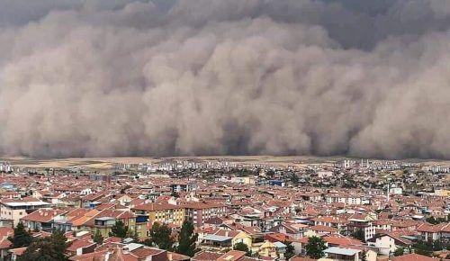 Ein gewaltiger Sandsturm ist über Ankara hinweggezogen. AFP