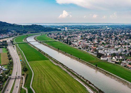 Eine Fahrrad- und Fußgängerbrücke über den Rhein soll ab 2024 gebaut werden.Gemeinde