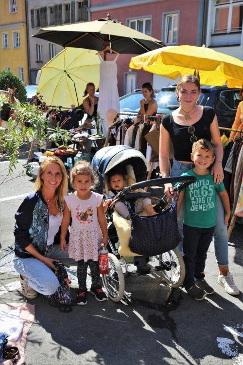 Elen, Diego, Vito, Valentina und Amanda besuchten den Secondhandmarkt.ETU