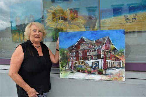 Elfi Mayer-Kollmannsberger malt in Acryl, ihr Lieblingsmotiv ist das Rote Haus, ein Wahrzeichen der Stadt Dornbirn.eh
