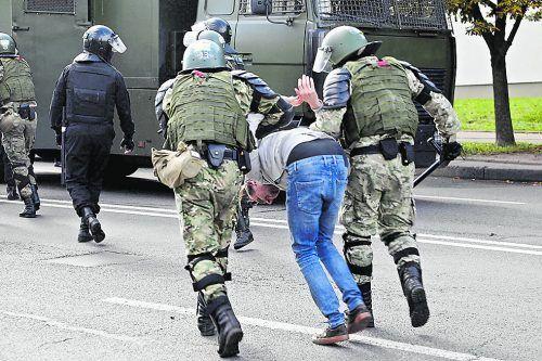 Erneut wurden in Minsk Hunderte Demonstranten festgenommen.AFP