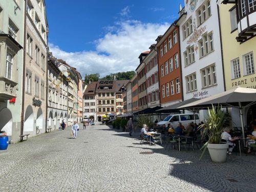 Feldkirch wird von Feldkirchern und Besuchern als Einkaufsstadt geschätzt, die Werbegemeinschaft will das jetzt belohnen. VN/Schweigkofler