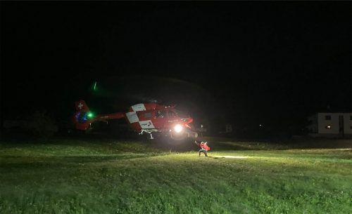 Die Feuerwehr Vandans sorgte für die Landebeleuchtung, damit der Hubschrauber mit dem Tankwagen der Feuerwehr Partenen nachgetankt werden konnte.