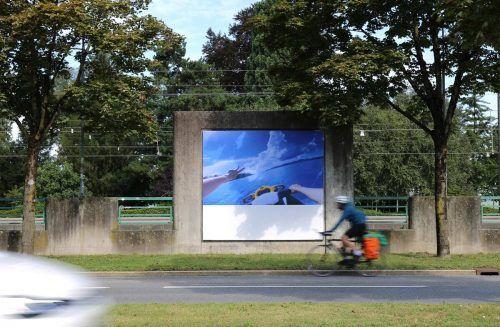 Filmstill aus einem Werk von Peter Fischli an den Billboards, die das Kunsthaus Bregenz entlang der Bahnhofstraße bespielt. KUB/Ochoa