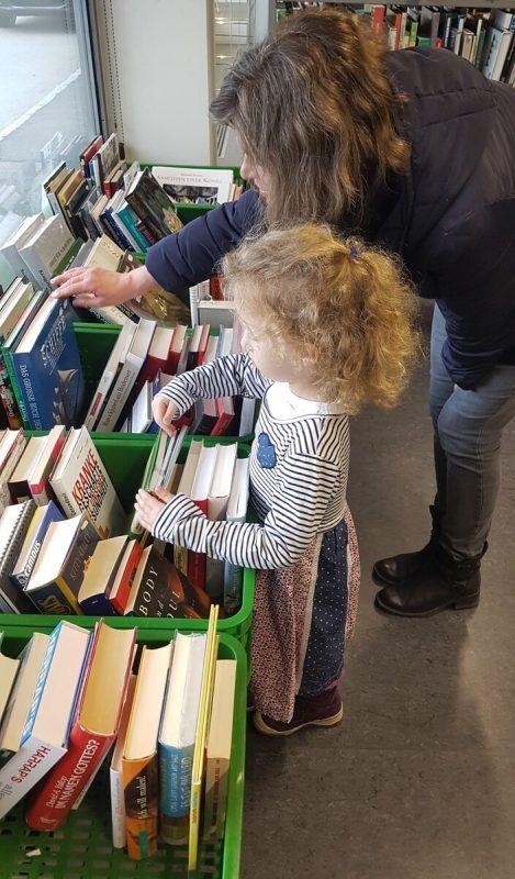 Flohmarkt in der Bregenzer Stadtbücherei.