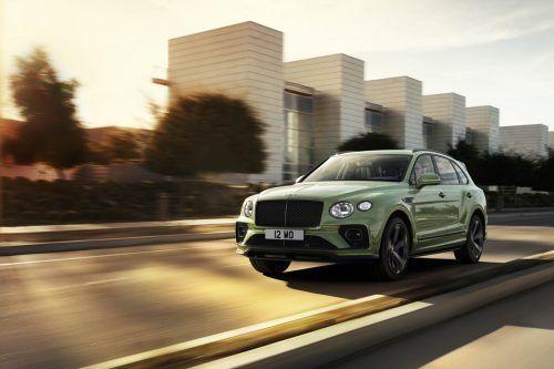 Frisch aktualisiert ist der Bentley Bentayga. Derzeit einzige Motorisierung ist der 4,0-l-V8-Biturbo-Benziner mit 550 PS. Der Preis: ab 244.900 Euro.