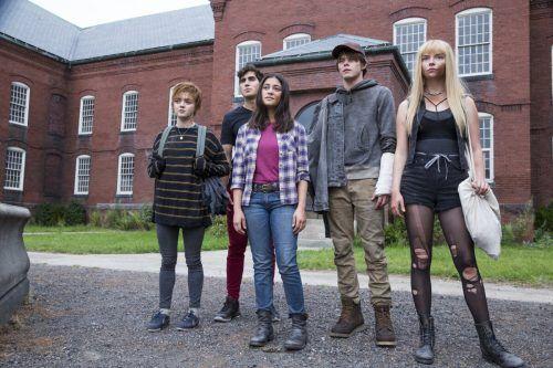 Fünf Teenager mit Superkräften werden gegen ihren Willen in einer Einrichtung festgehalten. 20th c. F.