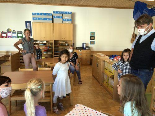 Für diese betreuten Kinder gibt's so etwas wie Normalität. Davon konnte sich Bürgermeister Kurt Fischer bei seinem Besuch überzeugen.VN/Hämmerle