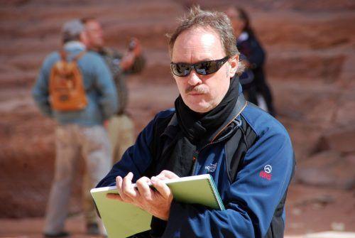 Gerhard Mangold führt in Onlinekursen in die Welt des Malens ein. hapf