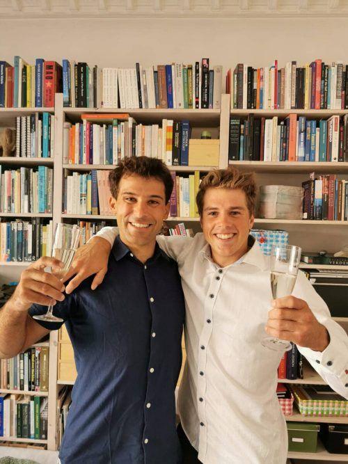 Geschafft! Benjamin Bildstein (r. mit David Hussl) hat das Studium abgeschlossen.OESV