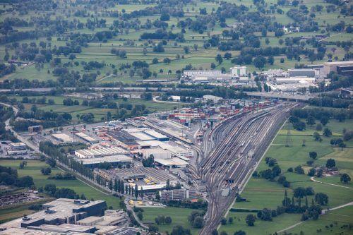 Güterzüge verlassen den Güterbahnhof Wolfurt vor allem Richtung Osten. VN/Sams