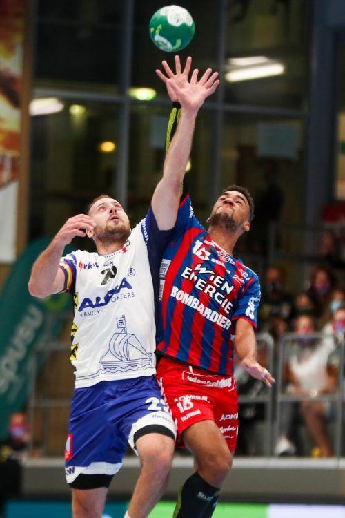 Hards Rückkehrer Marko Krsmancic und Fivers-Spieler Benjamin Edionwe griffen nach dem Supercup-Titel, am Ende konnten die Fivers Margareten jubeln.gepa