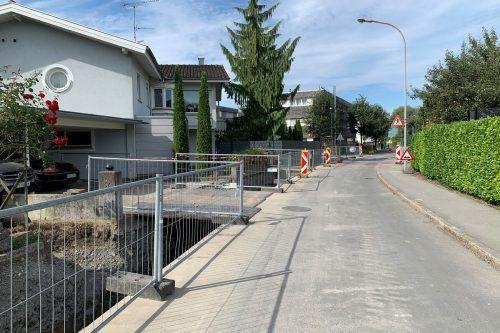 In der Erlosenstraße werden Leitungen ausgetauscht, die Arbeiten werden noch bis Oktober andauern.Stadt