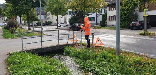 In diesen Tagen werden die Arbeiten zur Erstellung des Kanalkatasters in Nofels und Tosters aufgenommen. Die Reinigung der Kanäle gehört dazu.Stadt