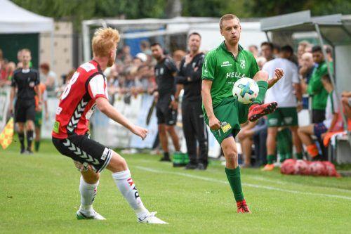 Julian Erhart (r.) ist aktueller Top-Torjäger beim Dornbirner SV, er netzte in der laufenden Saison der VN.at-Eliteliga bereits viermal ein.GEPA