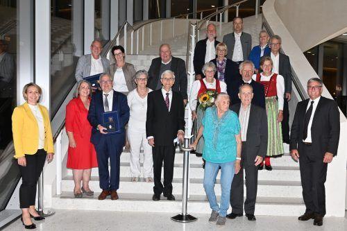 Langjährig ehrenamtlich aktive Feldkircher wurden beim Empfang für Vereinsvorstände im Montforthaus mit dem goldenen Verdienstzeichen geehrt.H. Lercher