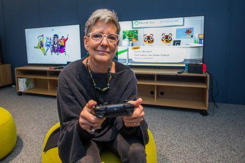 Margret Paulmichl in der Gaming Zone der Stadtbibliothek Dornbirn. VN/Steurer