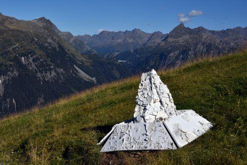 Markus Hiesleitner produzierte einen Berg aus Porzellanscherben. Roland Haas